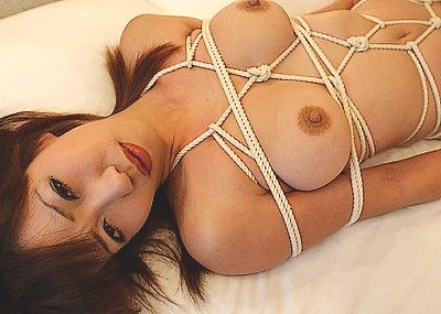 【緊縛エロ画像】縄で縛られて、ドMさんのおマンコがじんわりと濡れていそうな画像www