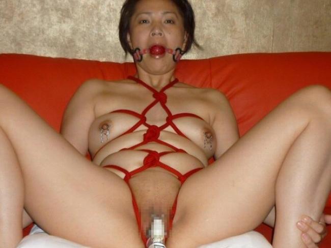 【緊縛エロ画像】縄で縛られて、ドMさんのおマンコがじんわりと濡れていそうな画像www 22