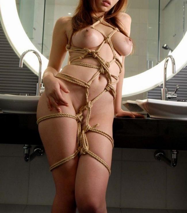 【緊縛エロ画像】縄で縛られて、ドMさんのおマンコがじんわりと濡れていそうな画像www 27