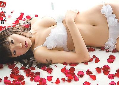 渡辺美優紀 過激な水着の雑誌グラビア画像