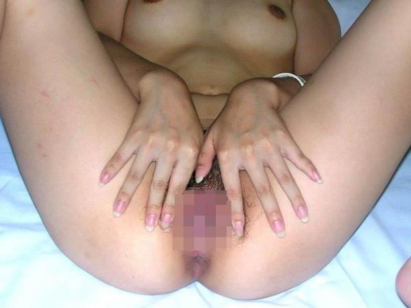 【マンコくぱぁエロ画像】膣内のサーモンピンクが丸見え状態なおっぴろげ画像www 07