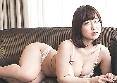 【篠田ゆうエロ画像】美尻系AV女優がエッチなポーズで男を誘惑www