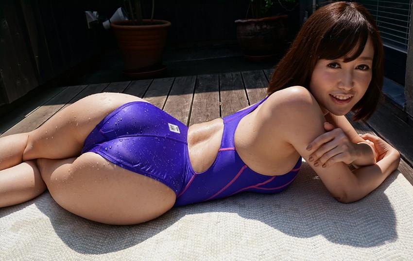 【篠田ゆうエロ画像】美尻系AV女優がエッチなポーズで男を誘惑www 03
