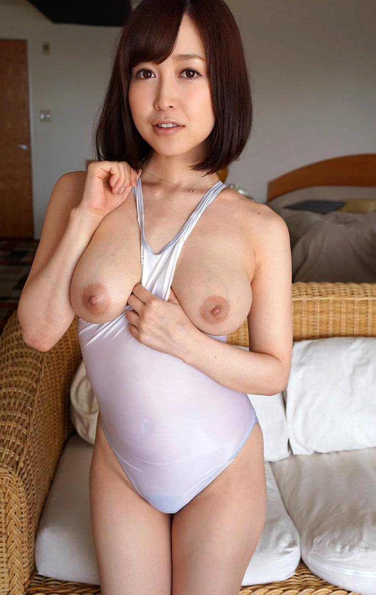【篠田ゆうエロ画像】美尻系AV女優がエッチなポーズで男を誘惑www 04