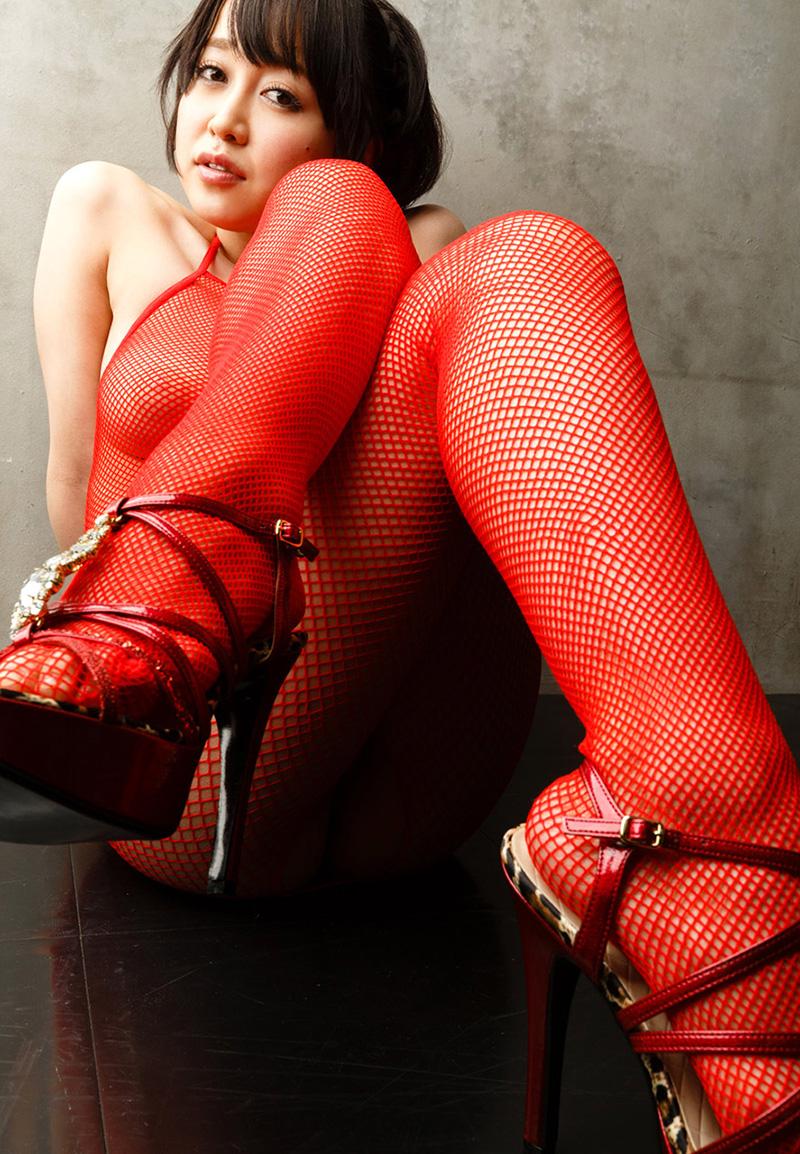 【篠田ゆうエロ画像】美尻系AV女優がエッチなポーズで男を誘惑www 11