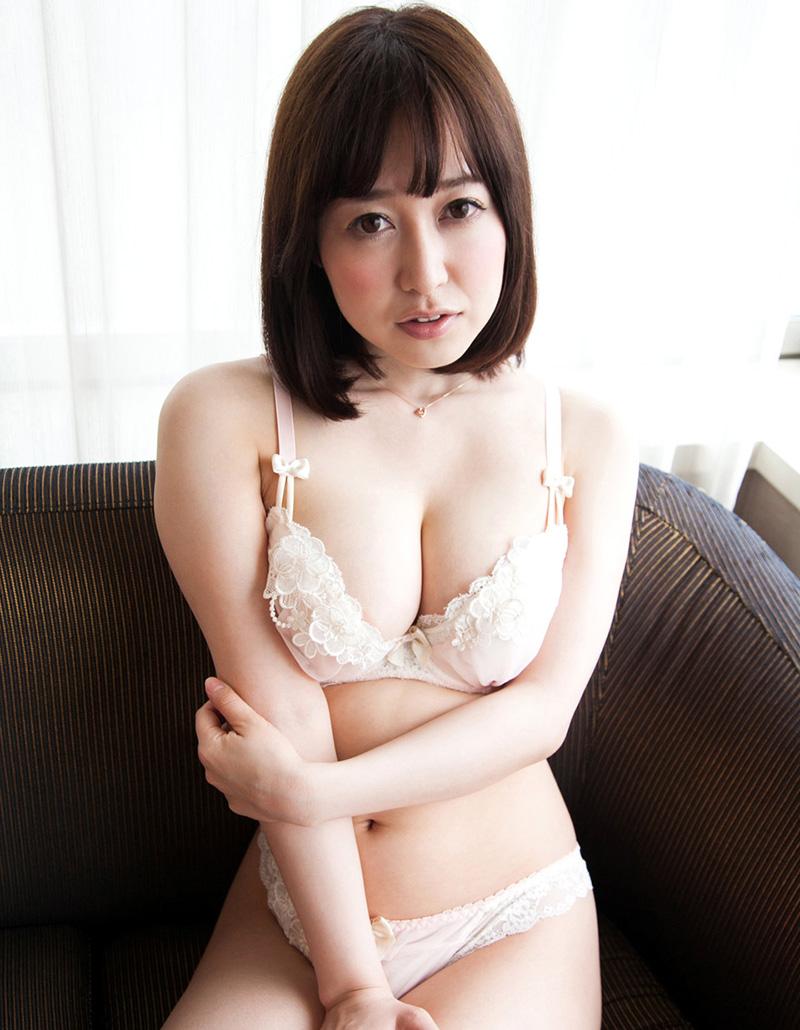 【篠田ゆうエロ画像】美尻系AV女優がエッチなポーズで男を誘惑www 13