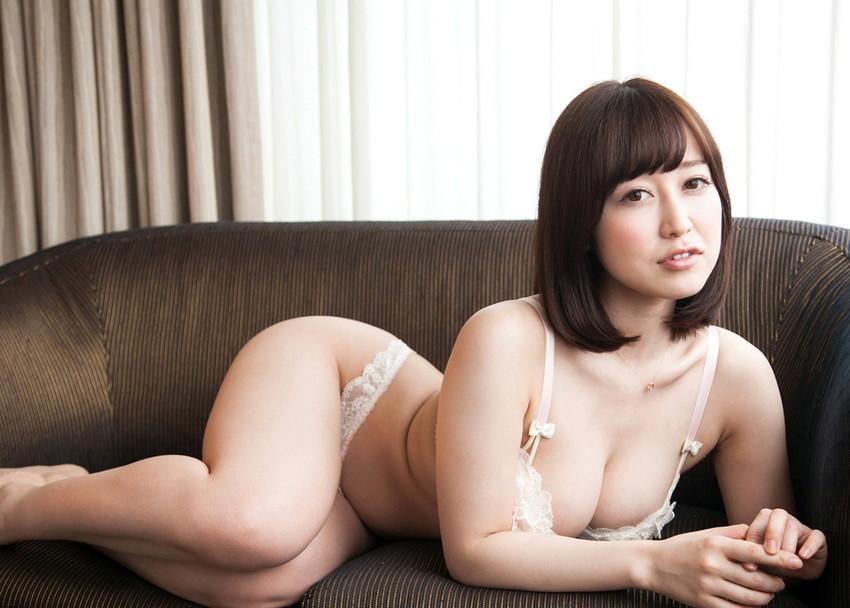 【篠田ゆうエロ画像】美尻系AV女優がエッチなポーズで男を誘惑www 15