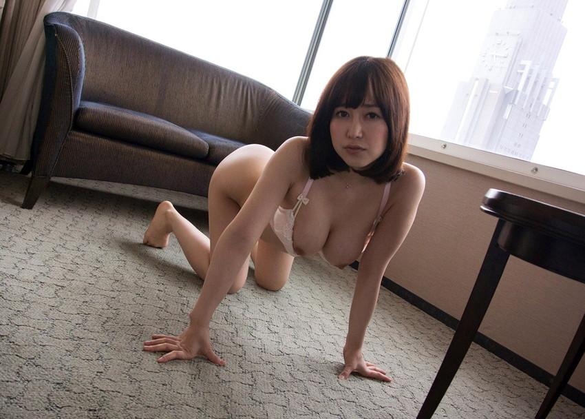 【篠田ゆうエロ画像】美尻系AV女優がエッチなポーズで男を誘惑www 17