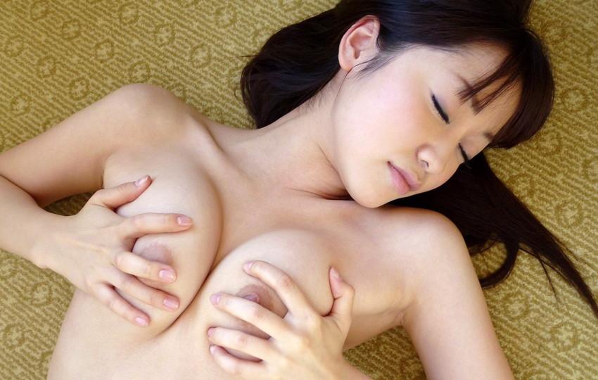 【篠田ゆうエロ画像】美尻系AV女優がエッチなポーズで男を誘惑www 37