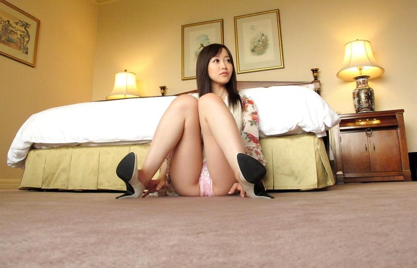 【篠田ゆうエロ画像】美尻系AV女優がエッチなポーズで男を誘惑www 46
