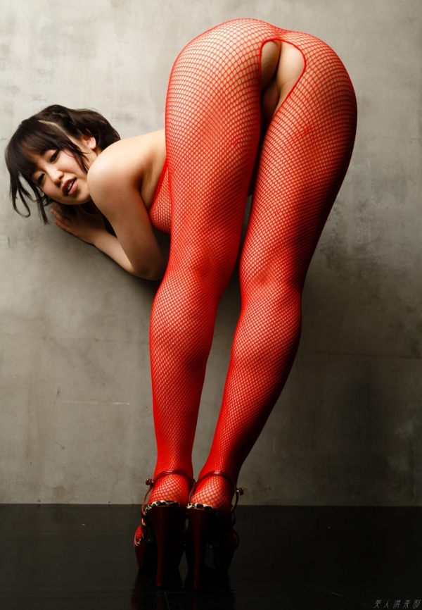 【篠田ゆうエロ画像】美尻系AV女優がエッチなポーズで男を誘惑www 50