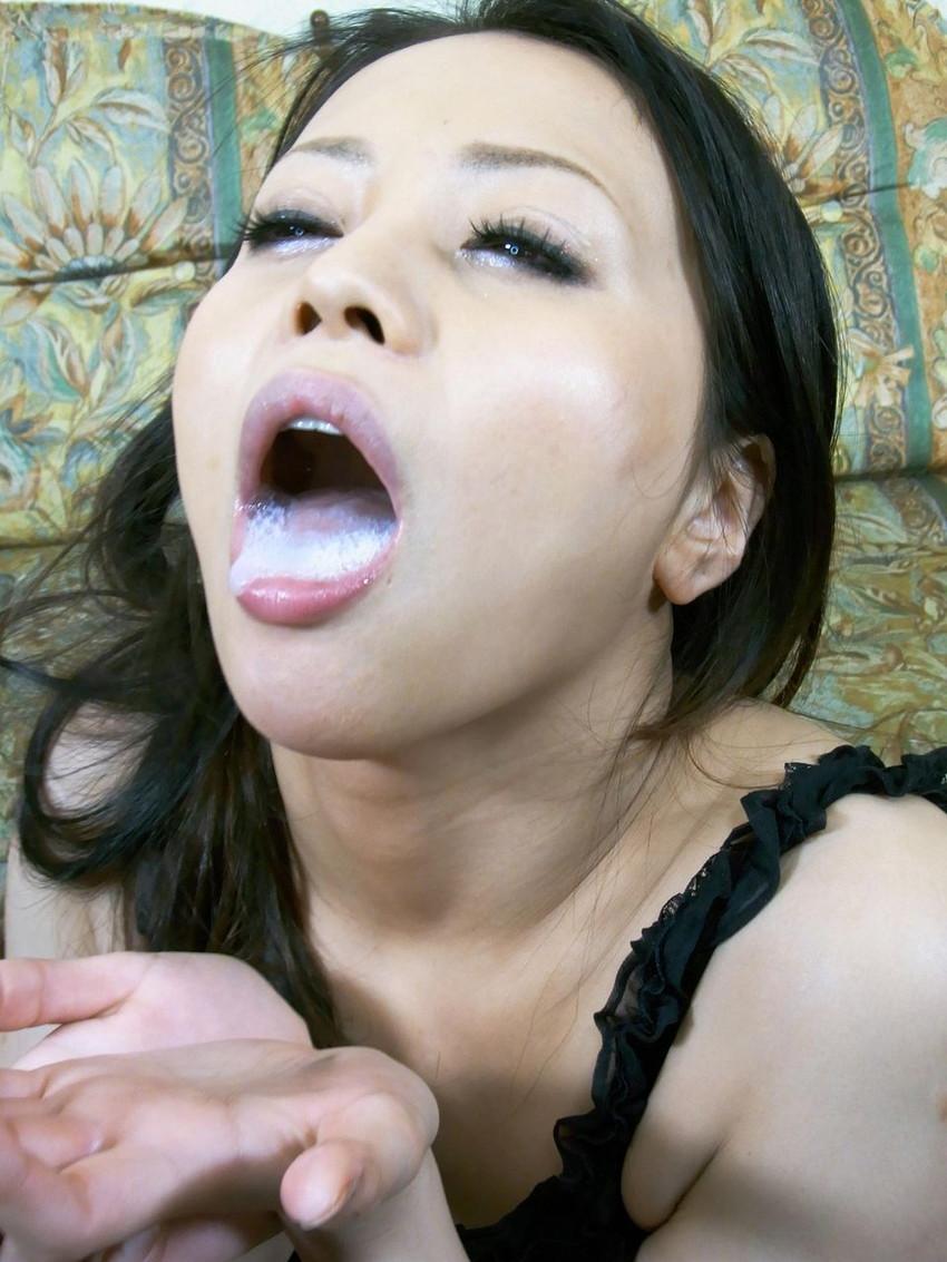 【口内射精エロ画像】お口にザーメンを注がれた時の女の表情が、クソ抜けるwww 38
