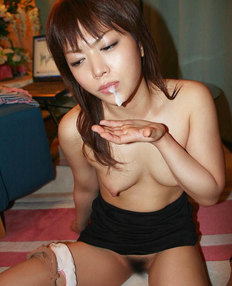 【口内射精エロ画像】お口にザーメンを注がれた時の女の表情が、クソ抜けるwww 39
