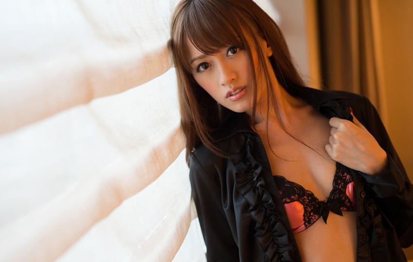 【希島あいりエロ画像】クリクリな目が可愛い、デカ尻お姉さんのエッチなポーズwww 09