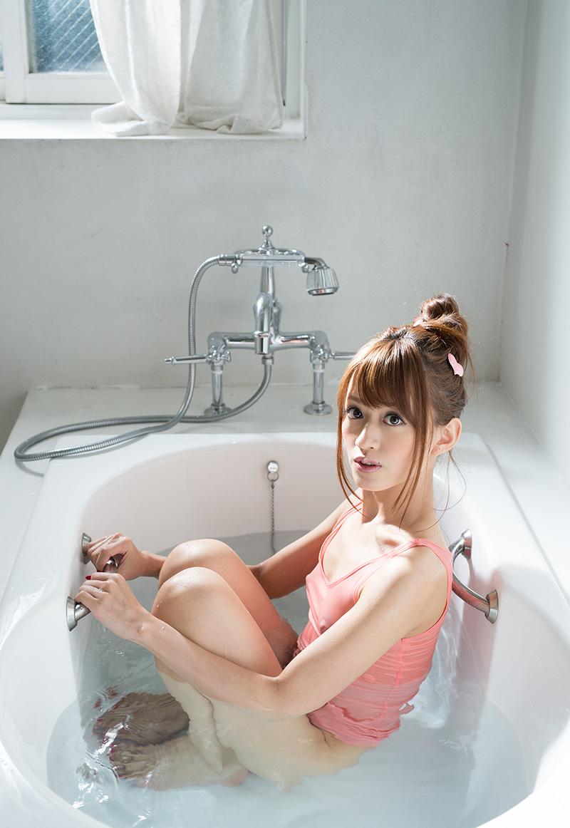 【希島あいりエロ画像】クリクリな目が可愛い、デカ尻お姉さんのエッチなポーズwww 18
