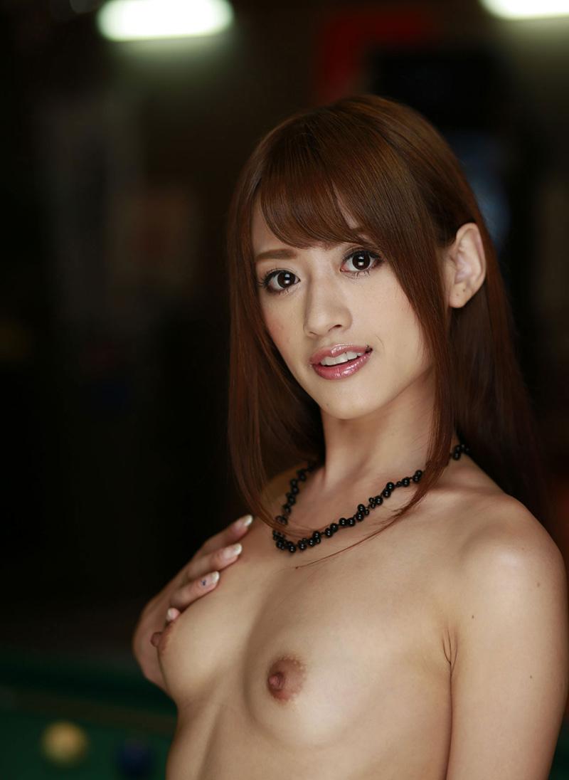 【希島あいりエロ画像】クリクリな目が可愛い、デカ尻お姉さんのエッチなポーズwww 24
