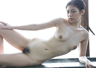 【卯水咲流エロ画像】読み方難しすぎてワロタwwwショートカットスレンダー美人のドスケベな身体www
