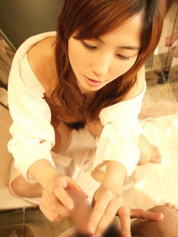 【手コキエロ画像】チンポをふんわりと包み込み様な、優しい感じの手コキwww 17