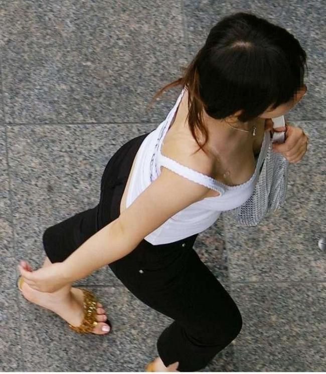 【巨乳エロ画像】はちきれんばかりの、たわわなおっぱい画像www 18