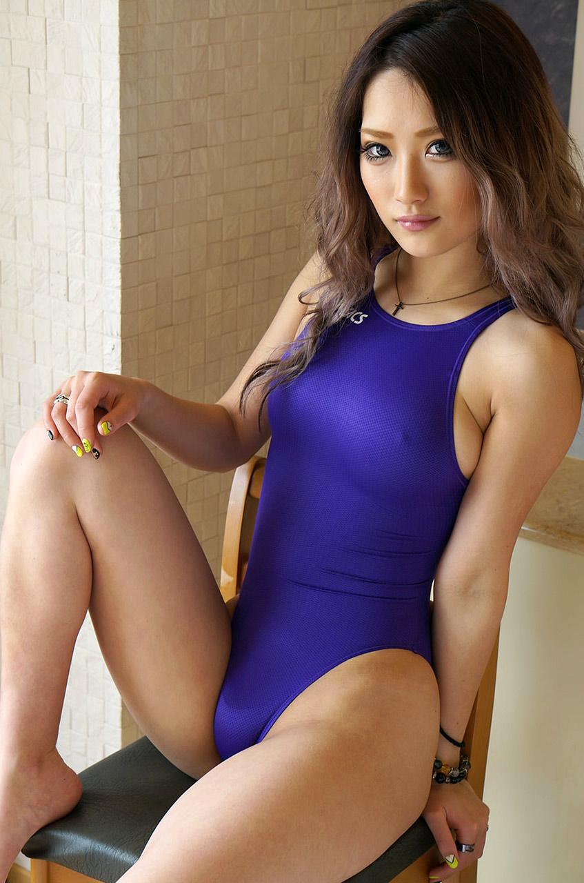 【黒ギャルエロ画像】AIKAさんという痴女風の黒ギャル美女に、足コキされてみたくないか?? 46