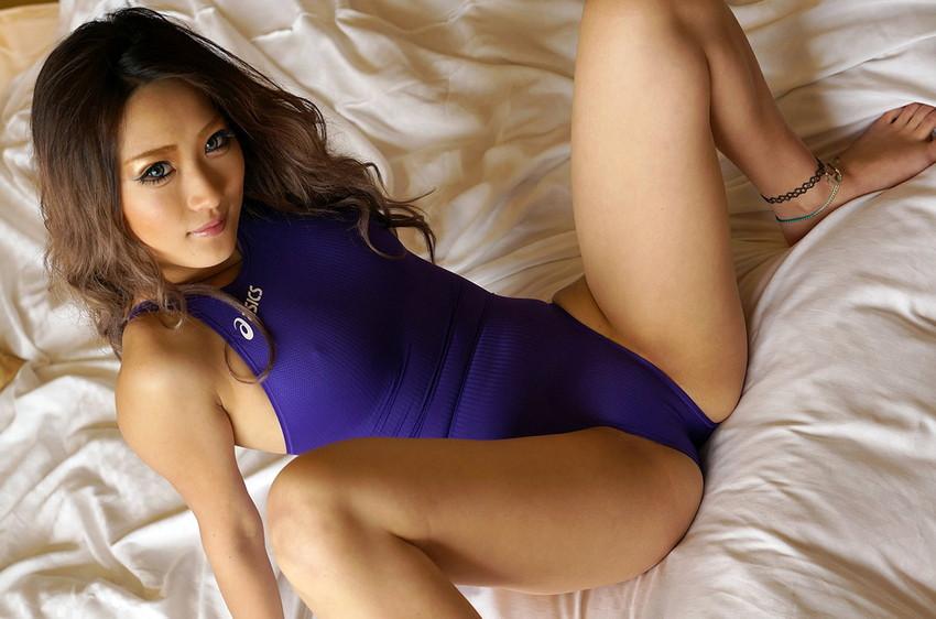 【黒ギャルエロ画像】AIKAさんという痴女風の黒ギャル美女に、足コキされてみたくないか?? 48