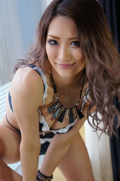 【黒ギャルエロ画像】AIKAさんという痴女風の黒ギャル美女に、足コキされてみたくないか?? 22