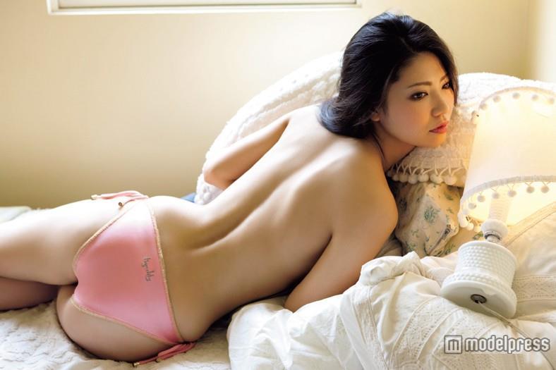 【倉持明日香エロ画像】グラドル並みのナイスバディと、このけしからんおっぱいwww 22