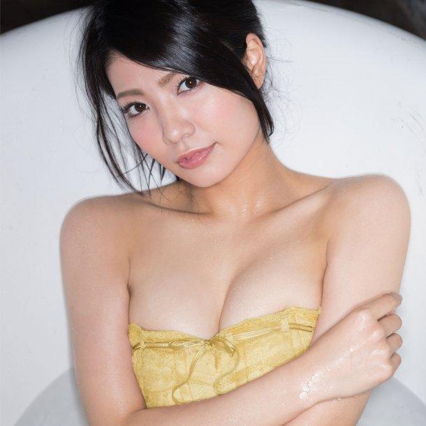 【倉持明日香エロ画像】グラドル並みのナイスバディと、このけしからんおっぱいwww 40