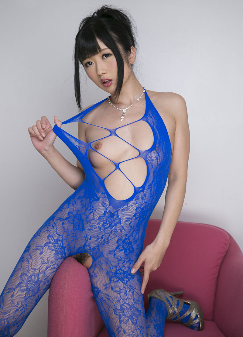 【大槻ひびきエロ画像】愛人にしたくなる清楚な雰囲気のAV女優のスケベなポーズがこちらwww 13