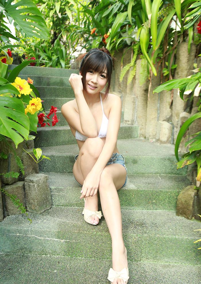【大槻ひびきエロ画像】愛人にしたくなる清楚な雰囲気のAV女優のスケベなポーズがこちらwww 30