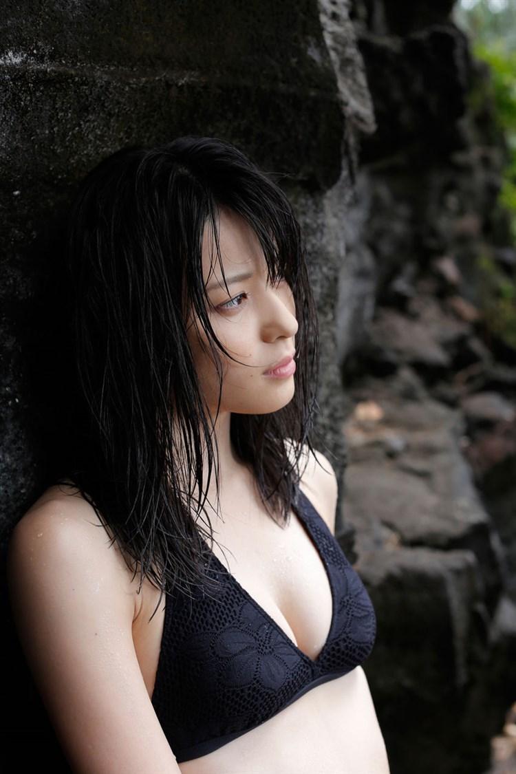 【矢島舞美エロ画像】貧乳なのか、巨乳なのか謎のハロプロ所属の美人お姉さんが最高すぎるwww