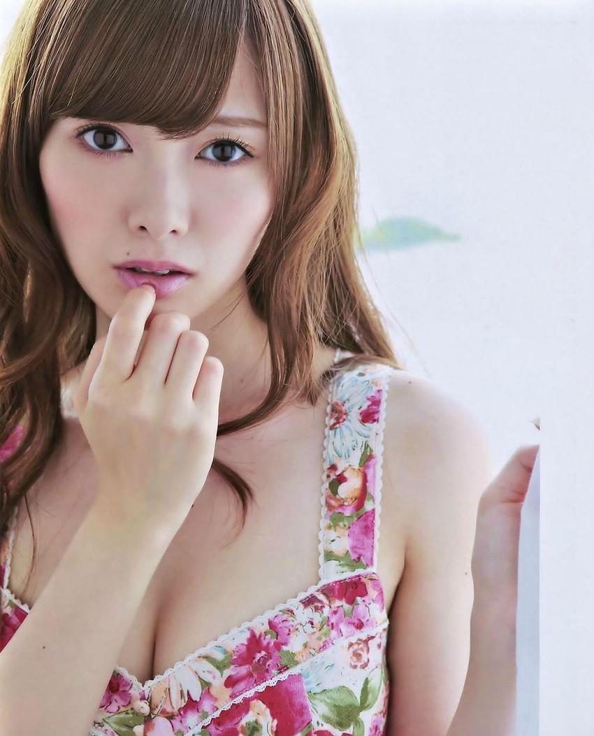【白石麻衣エロ画像】「パイやん」と呼ばれている、清楚系美少女アイドルのけしからん乳www