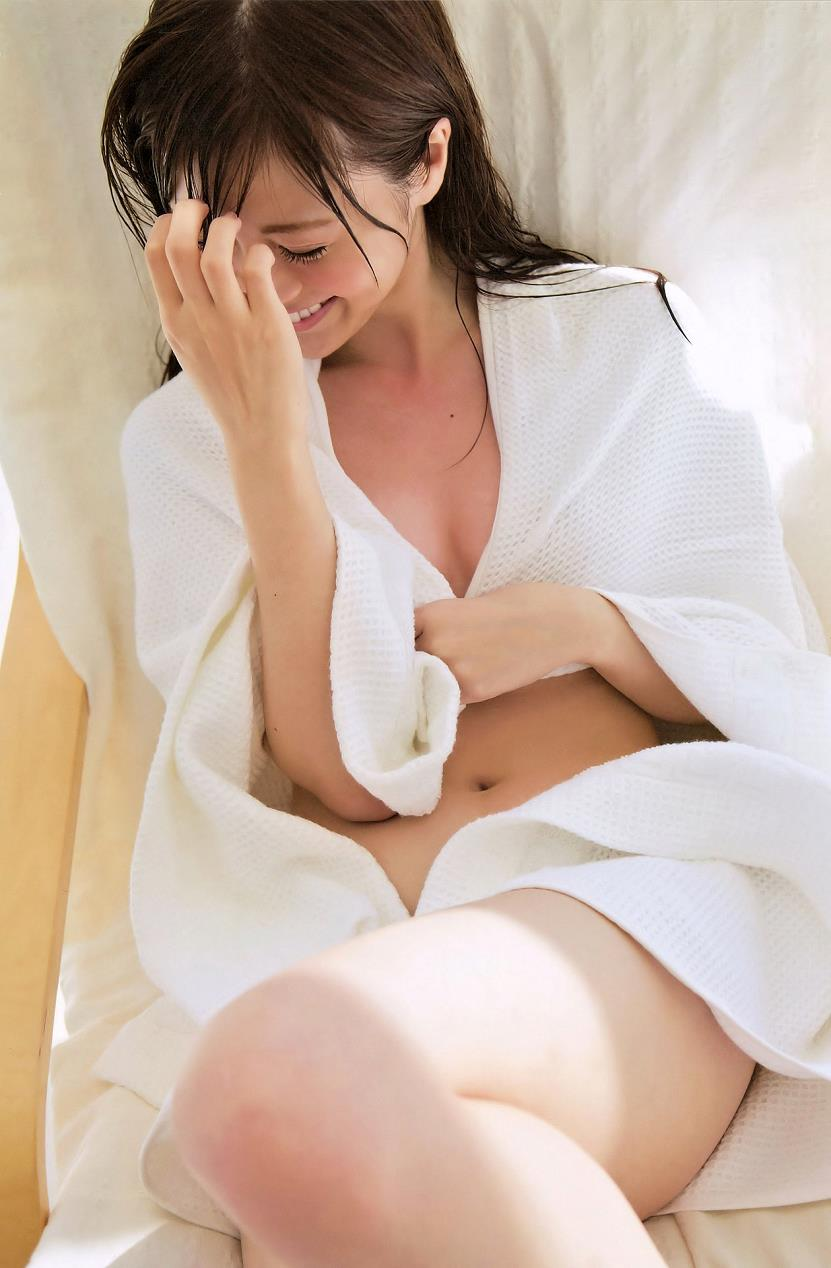 【白石麻衣エロ画像】「パイやん」と呼ばれている、清楚系美少女アイドルのけしからん乳www 13
