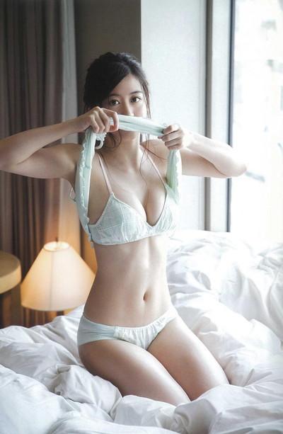【上西恵エロ画像】優等生キャラでしかも清楚なのに、このスケベ過ぎる身体はなんだ・・・(※勃起注意) 17