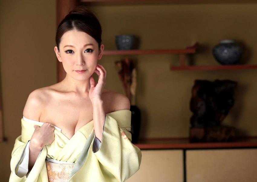 【和服エロ画像】和服からおっぱいやおマンコがポロリしている画像www 34