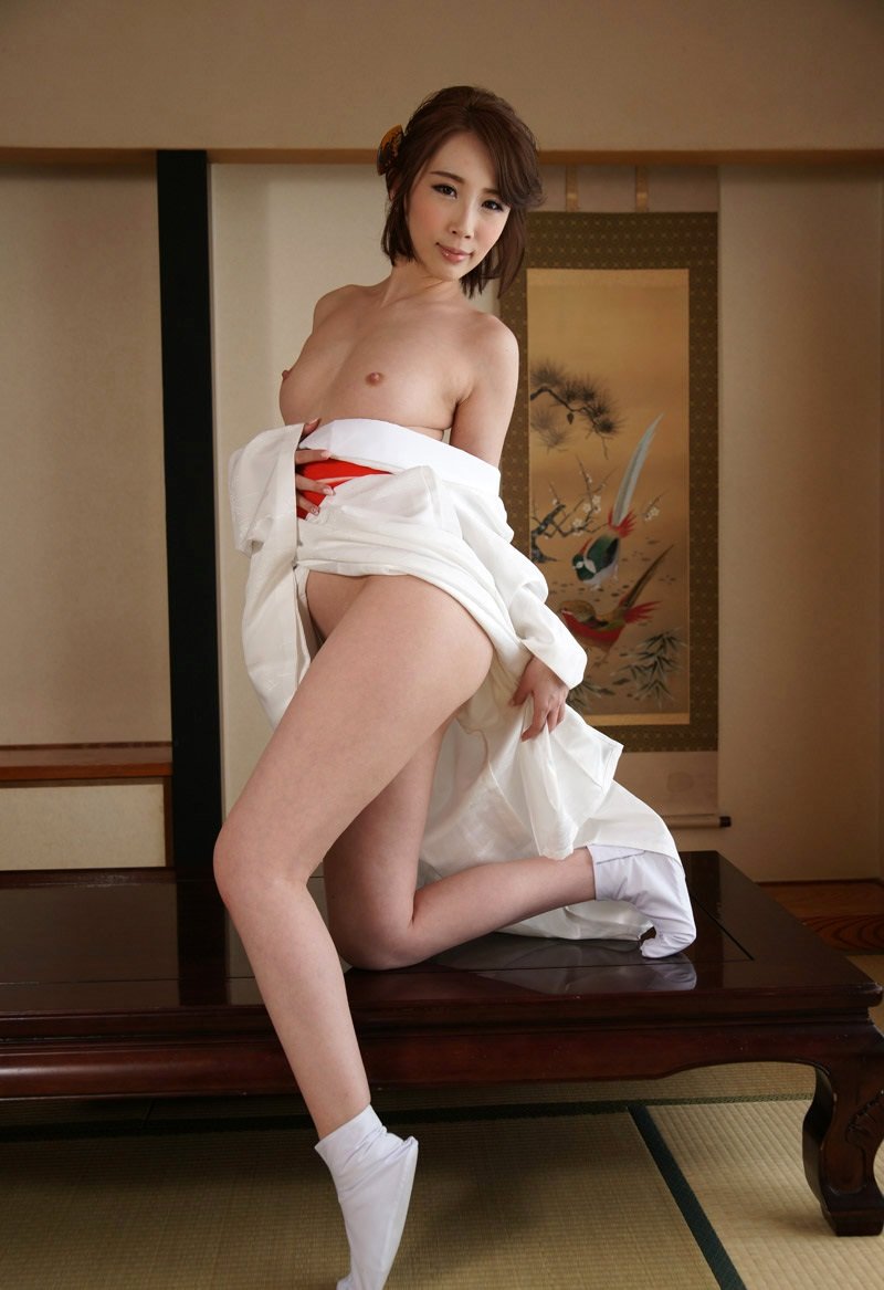 【和服エロ画像】和服からおっぱいやおマンコがポロリしている画像www 40