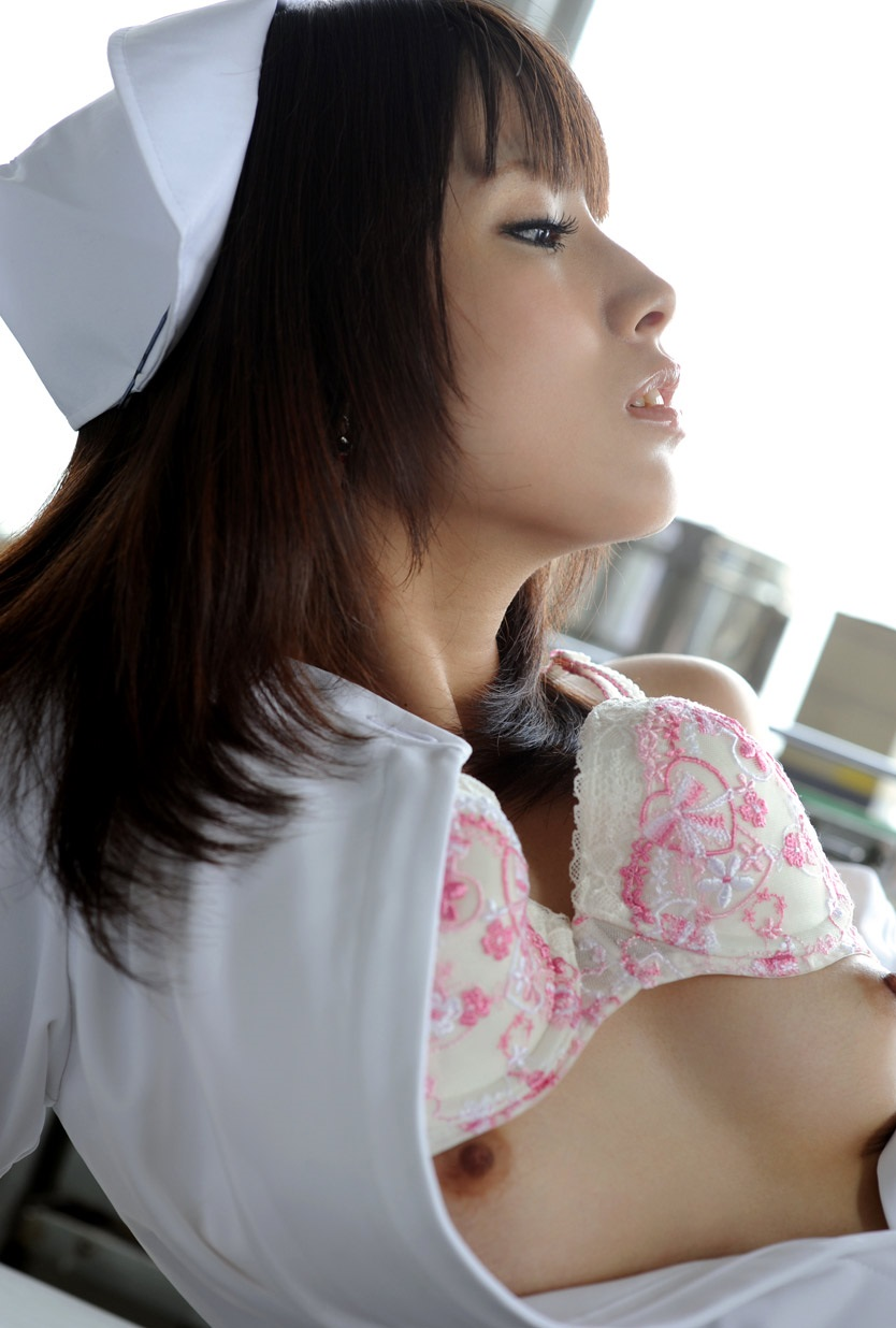 【看護師エロ画像】欲求不満なナースさんに勃起したチンポを見せつけた結果wwww 34