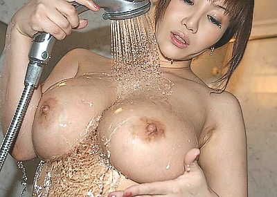 【シャワーエロ画像】シャワーでおっぱいを洗っていたり、おマンコを洗っている美女www(※シャワーオナニーもあり)