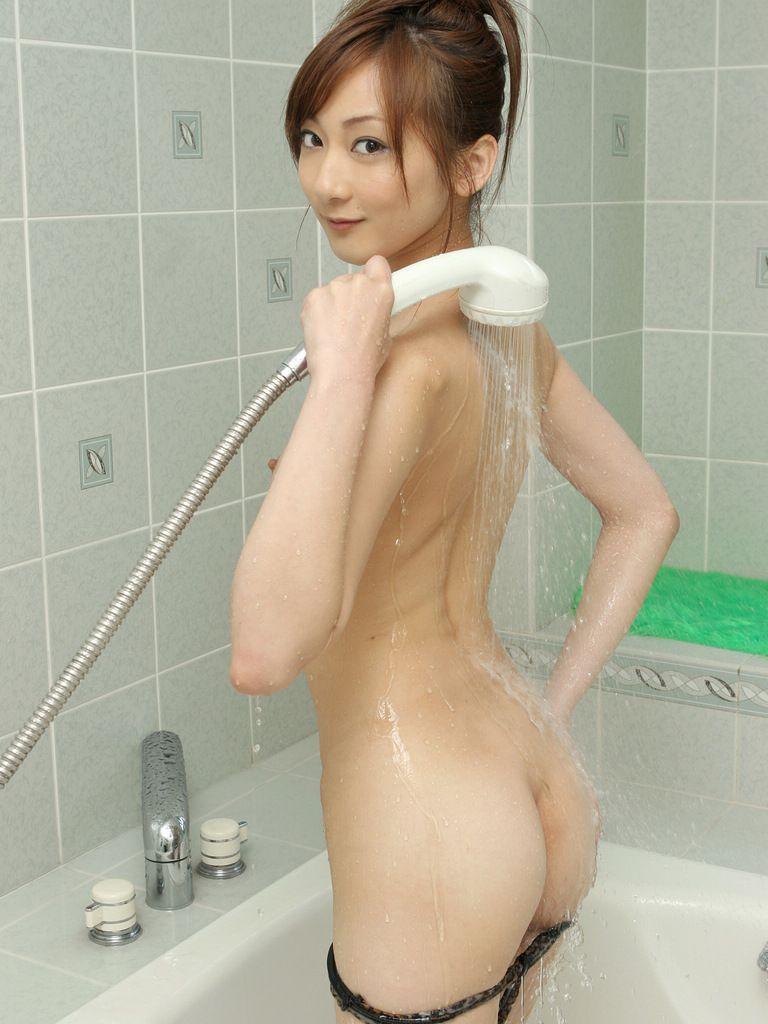 【シャワーエロ画像】シャワーでおっぱいを洗っていたり、おマンコを洗っている美女www(※シャワーオナニーもあり) 02