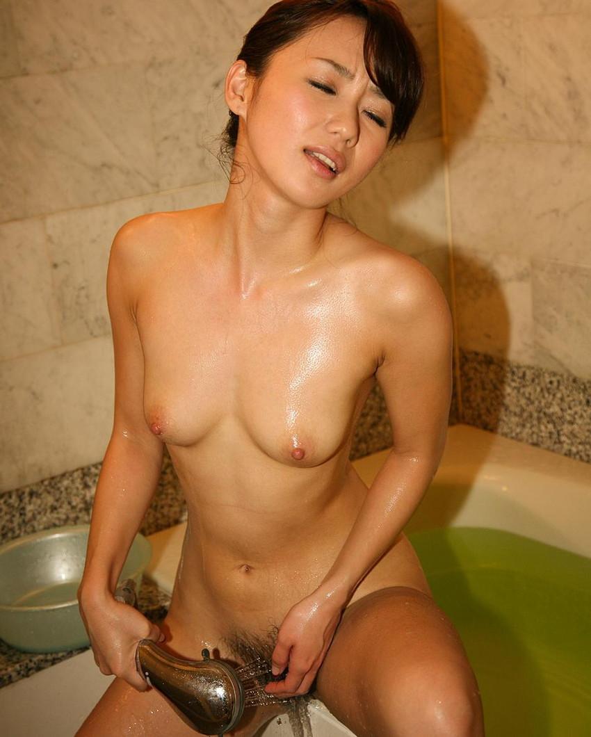 【シャワーエロ画像】シャワーでおっぱいを洗っていたり、おマンコを洗っている美女www(※シャワーオナニーもあり) 07