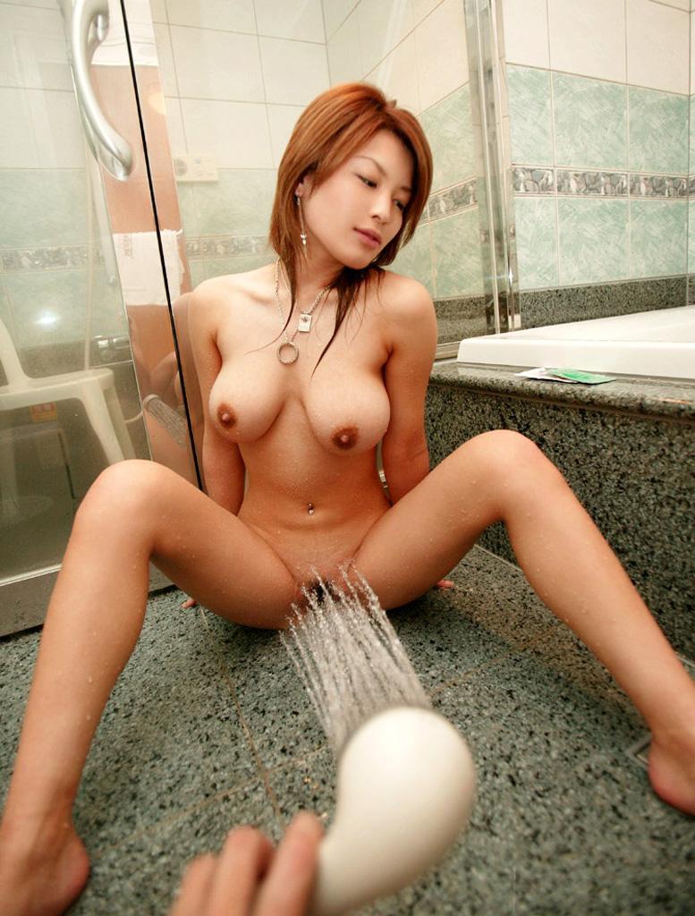 【シャワーエロ画像】シャワーでおっぱいを洗っていたり、おマンコを洗っている美女www(※シャワーオナニーもあり) 28