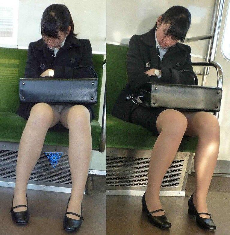 【パンチラエロ画像】魅惑のデルタゾーン!!電車内の楽しみはこれしかないwww 02