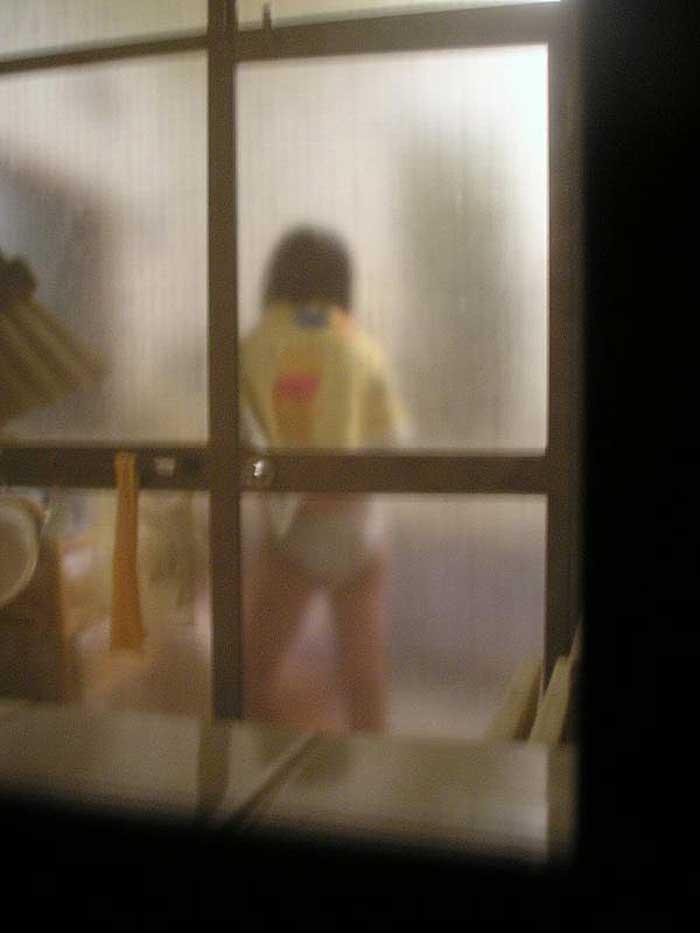 【のぞきエロ画像】窓枠とかベランダ込みでエロすぎるwww!!!近所の窓から見えちゃったのぞきエロ画像集。見えちゃったんだってホントにww 08