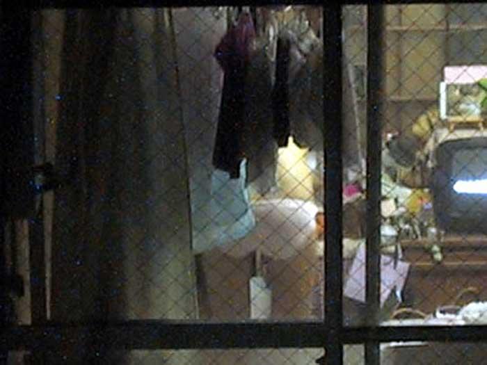 【のぞきエロ画像】窓枠とかベランダ込みでエロすぎるwww!!!近所の窓から見えちゃったのぞきエロ画像集。見えちゃったんだってホントにww 40