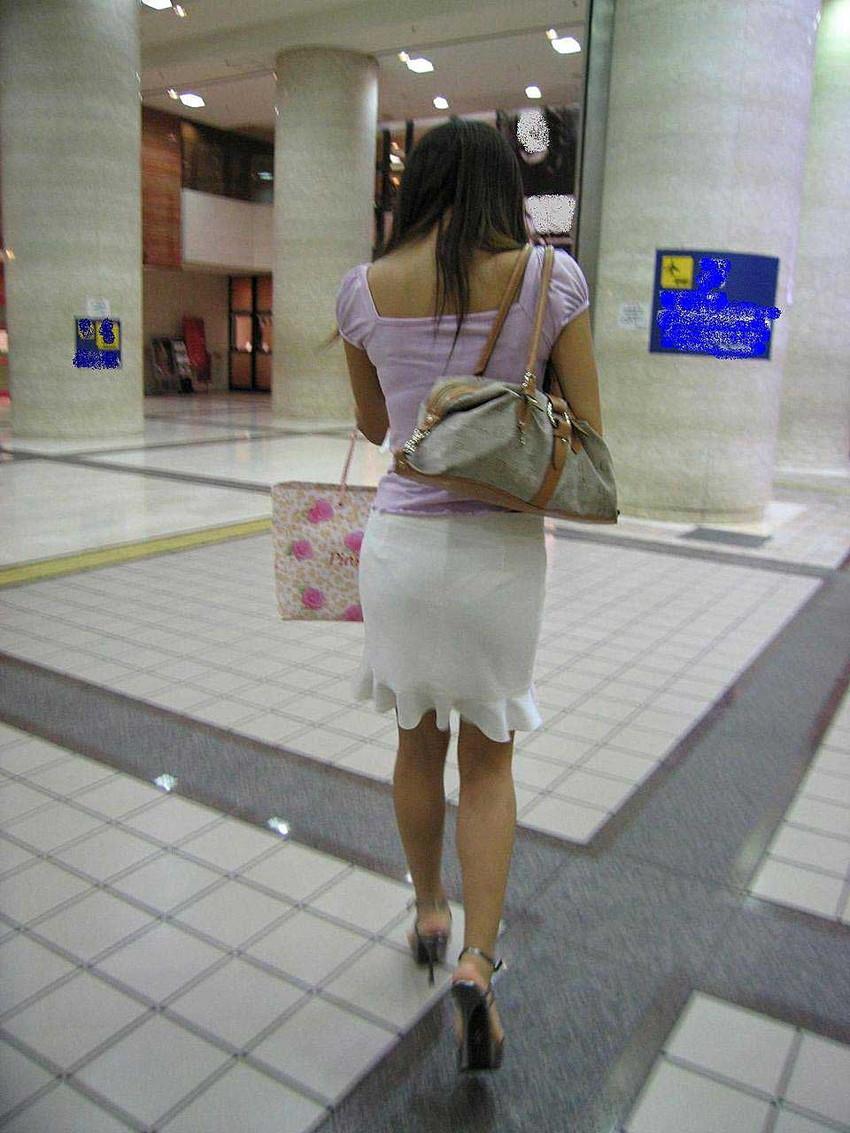 【透けパンツエロ画像】透けパン最高!スカートやズボンから透けるパンティー。オカズとしてお世話になっていますが、この透け具合女性陣は意識してんすか? 03