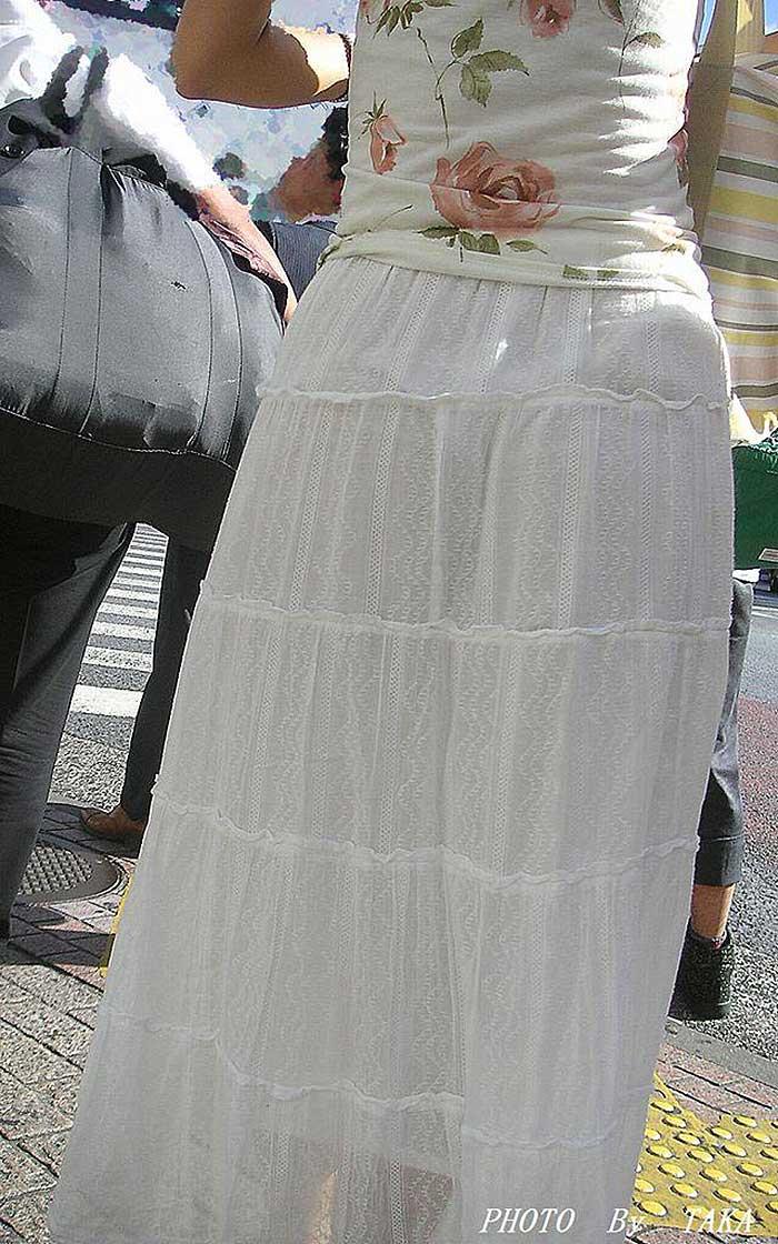 【透けパンツエロ画像】透けパン最高!スカートやズボンから透けるパンティー。オカズとしてお世話になっていますが、この透け具合女性陣は意識してんすか? 09