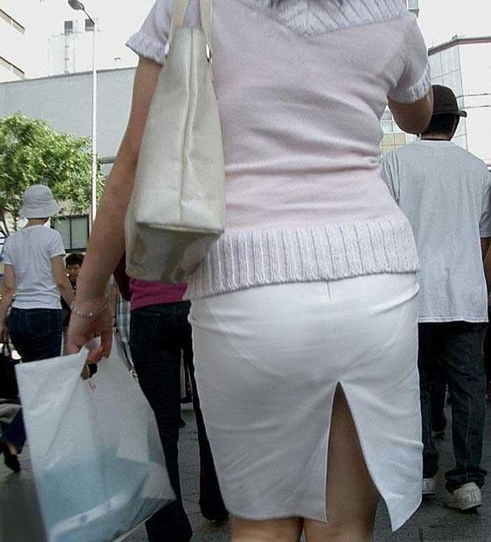 【透けパンツエロ画像】透けパン最高!スカートやズボンから透けるパンティー。オカズとしてお世話になっていますが、この透け具合女性陣は意識してんすか? 13