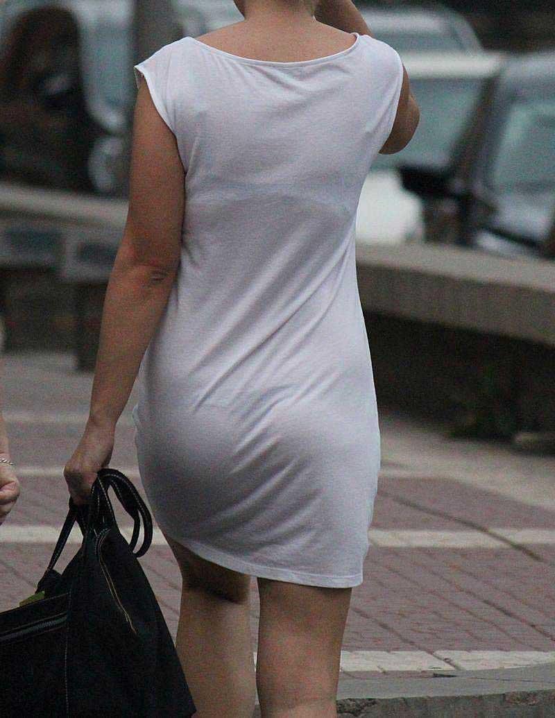 【透けパンツエロ画像】透けパン最高!スカートやズボンから透けるパンティー。オカズとしてお世話になっていますが、この透け具合女性陣は意識してんすか? 19