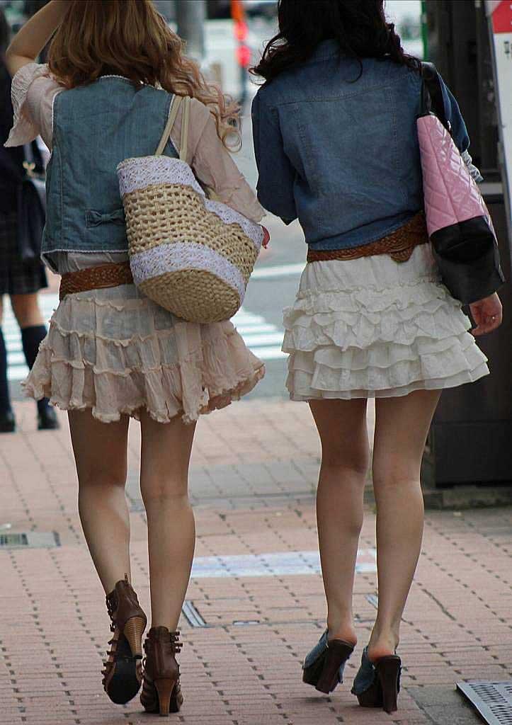 【透けパンツエロ画像】透けパン最高!スカートやズボンから透けるパンティー。オカズとしてお世話になっていますが、この透け具合女性陣は意識してんすか? 20