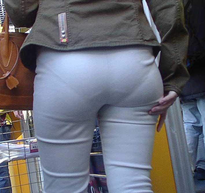 【透けパンツエロ画像】透けパン最高!スカートやズボンから透けるパンティー。オカズとしてお世話になっていますが、この透け具合女性陣は意識してんすか? 23